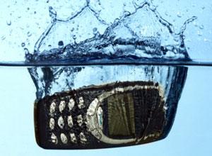что делать если уронили телефон в воду